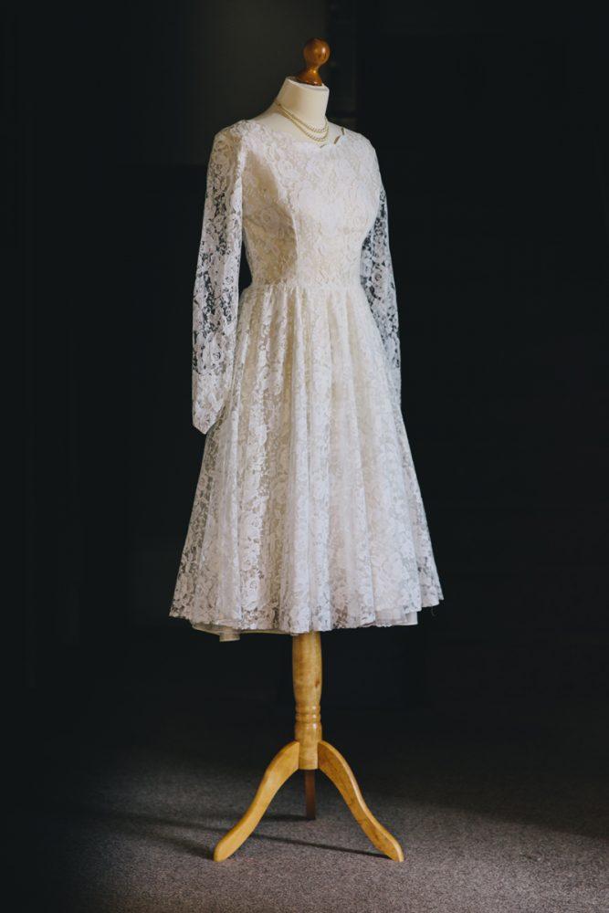 Vintage-wedding-dress-violet-4